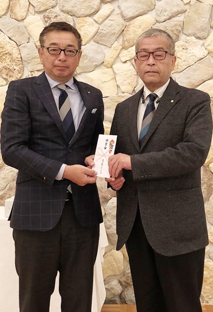 協賛金を贈った柴田会長�